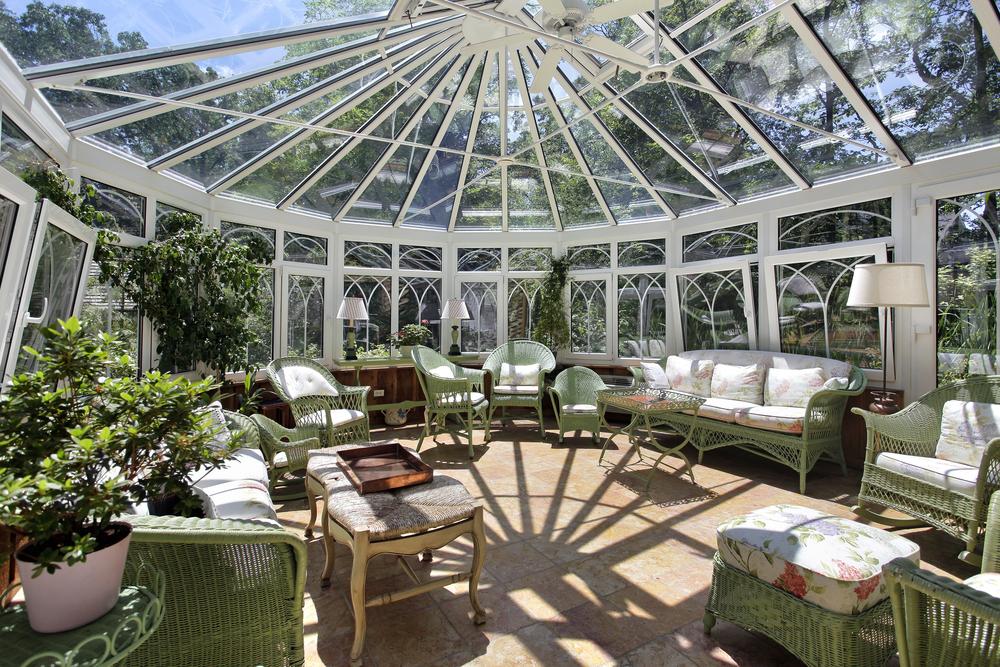 Großer Wintergarten als Anbau für Hotels und Restaurants